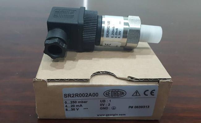 Cảm biến áp suất SR2R002A00 0-250 mbar
