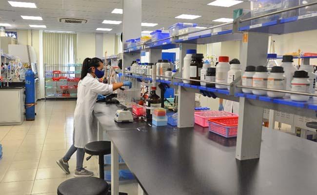 đo nhiệt độ và độ ẩm trong phòng thí nghiệm