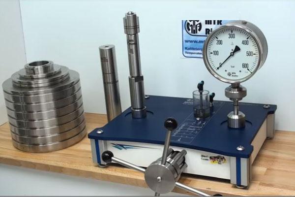 giá đồng hồ đo áp lực nước